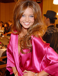 stories/1056/images/miranda-kerr-Long-Hairstyle_opt.jpg